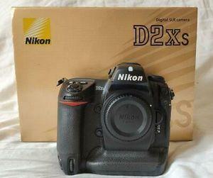 Nikon D2Xs 25414 SLR Digital Camera - Black w/ Body, Case, Box, Charger 12.4 MP for Sale in Phoenix, AZ