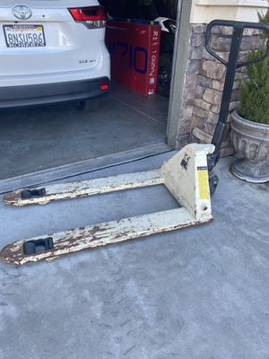 Crown wesco pallet jack for Sale in Modesto, CA