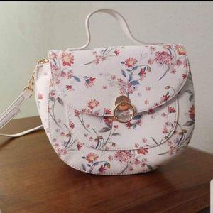 Lauren Conrad Cross-body bag for Sale in Toledo, OH