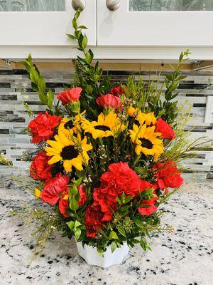 Flower sale 🌻🌿❤️ for Sale in Corona, CA