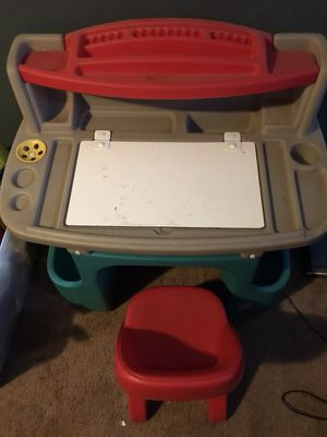 Kids desk for Sale in Columbus, OH