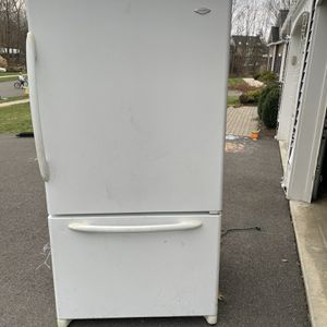 Refrigerator Free for Sale in Southington, CT