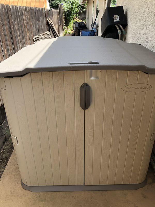 Suncast Glidetop slide lid shed