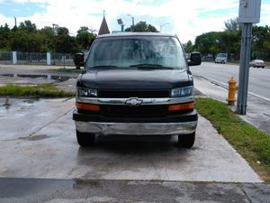 3500 Express Chevy van 2005 for Sale in Miami, FL