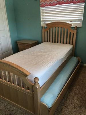 Young America Solid wood Bedroom set - twin trundle bed, nightstand and dresser w/mirror for Sale in Boynton Beach, FL