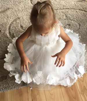 White flower girl dress! for Sale in Harrisonburg, VA