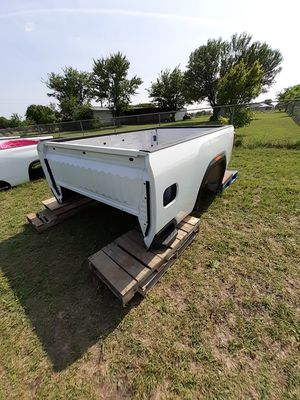 Auto parts 2020 GMC Sierra 8 foot long white bed. for Sale in Grand Prairie, TX