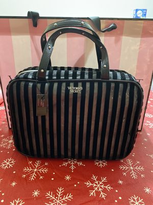 Vs travel beauty bag new for Sale in South El Monte, CA