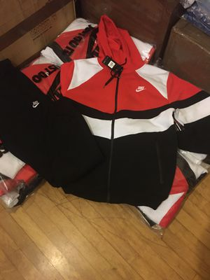 MENS NIKE JOGGERS for Sale in West Allis, WI