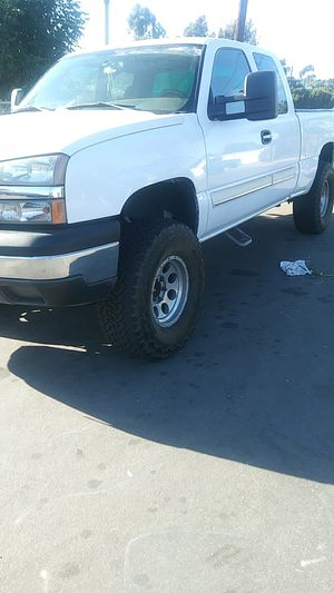 2004 Chevy Silverado has a 130,000 Mi asking 6500 or best offer one owner clean title for Sale in El Cajon, CA