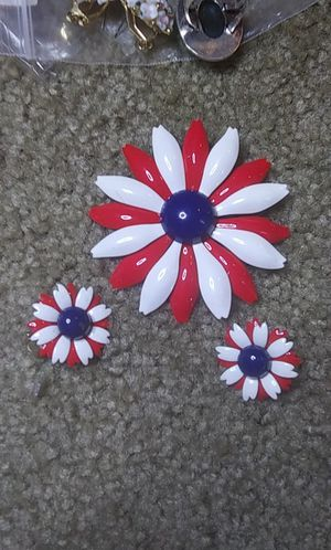Huge vintage enamel red white blue flower brooch earrings set for Sale in Tullahoma, TN