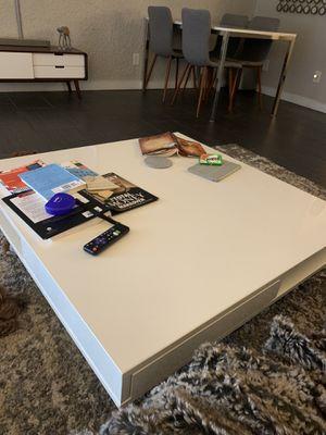 IKEA high white gloss coffee table for Sale in Phoenix, AZ
