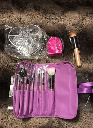 Makeup accessories set for Sale in Philadelphia, PA