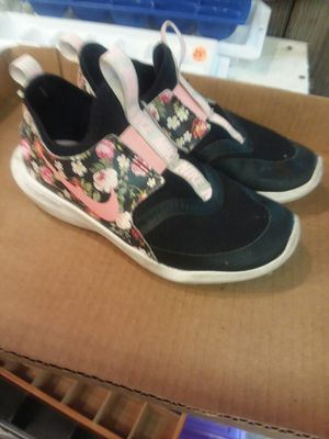 Nike girls youth shoes flex runner size 7_1/2 to 8 for Sale in Carthage, NC