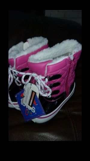 NWT toddler girls snow boots - size 6 for Sale in Upland, CA