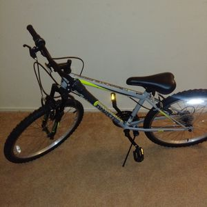Roadmaster Granite Peak Boys Mountain Bike (24inch) for Sale in Lanham, MD