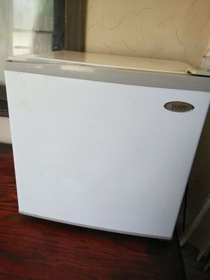 White Haier mini fridge with freezer for Sale in Chicago, IL