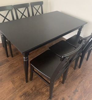 Farmhouse beautiful heavy dining room table and 6 chairs with an additional extended leaf to make bigger or smaller like brand new l can deliver for Sale in Lodi, CA