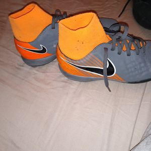 Nike Shose For Boys for Sale in Hacienda Heights, CA