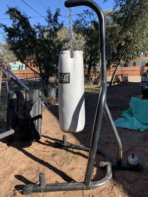 Everlast Punching bag with Stand for Sale in Payson, AZ