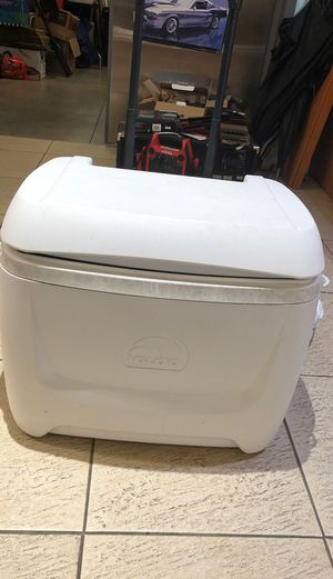 Igloo Cooler Maxcold 50 QT for Sale in Hollywood, FL