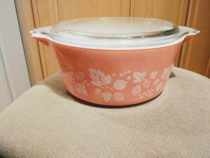 Vintage pink gooseberry pyrex casserole dish with lid for Sale in Lake Forest Park, WA