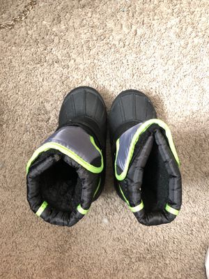 Boys size 9 snow boots for Sale in Upper Marlboro, MD
