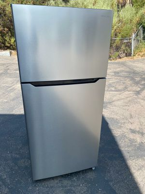 2019 model Insignia refrigerator stainless steel 18 cubic for Sale in San Diego, CA