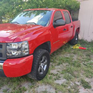 2007 Silverado 1500 207k clean title daily driver for Sale in Tampa, FL