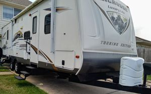 32ft traval trailer with 2 super slide outs 2014 model for Sale in Houston, TX