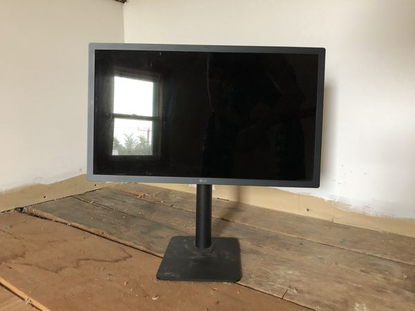 LG Ultrafine 4K Display (No cables)