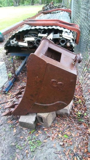 Bote de tractor for Sale in Houston, TX