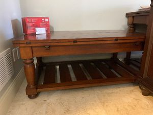 LazyBoy extendable Coffee Table for Sale in Alpharetta, GA