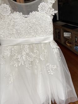 Like New- Flower Girl Dress Size 6/7 for Sale in Tacoma,  WA