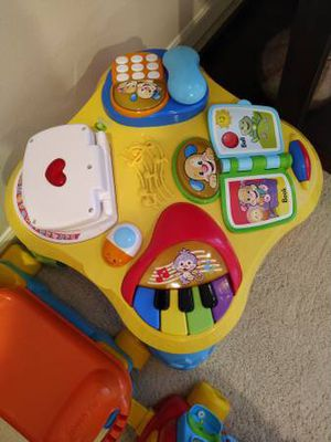 Fisher Price Laugh Learn Puppy Friends Learning Table for Sale in Renton, WA