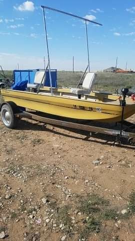 Boat ouschita for Sale in Midland, TX