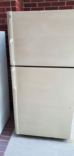 Refrigerador en buenas condiciones, funciona muy bien, hace hielo. Esta conectado for Sale in Humble, TX