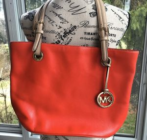 Michael Kors red tote for Sale in Chicago, IL