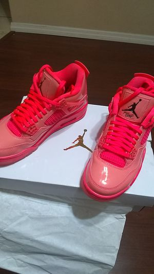 Woman's HOT PINK JORDANS Retro 4 size 6.5 for Sale in Tampa, FL