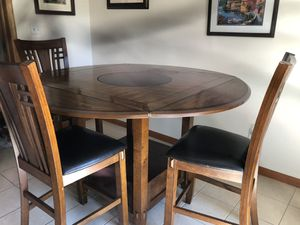 Beautiful OAK Dining Table with leaf and 6 Chairs for Sale in Steubenville, OH