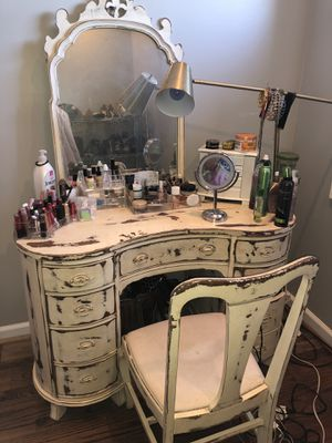 Antique vanity set and dresser for Sale in Washington, DC