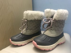 Toddler Girls Carter's snow boot size 13 for Sale in Dale City, VA