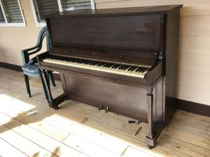 Piano uptight in perfect shape for Sale in Rochelle, VA