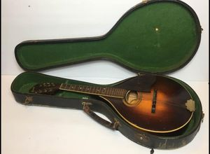 Vintage A.B. Herman Carlson Levin Garanti Mandolin with original case serial number #89161 Only one string needs to be restrung I'm very good condit for Sale in Mountain View, CA