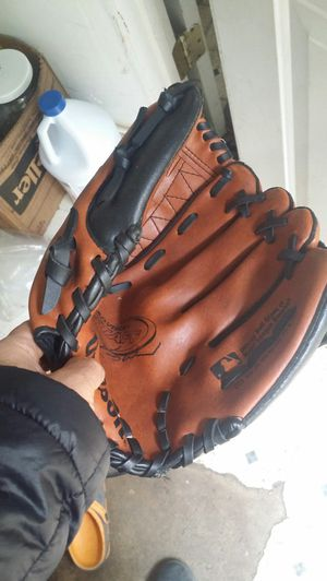 Baseball gloves for Sale in Vernon Hills, IL