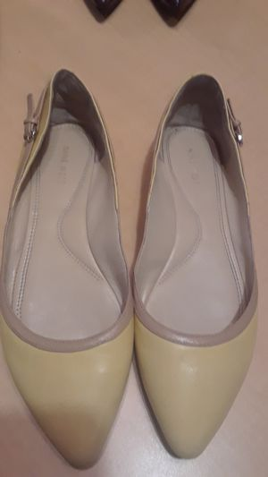YELLOW FLATS LADIES SIZE 10 for Sale in TN, US