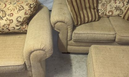 Tan Couch for Sale in Vallejo,  CA