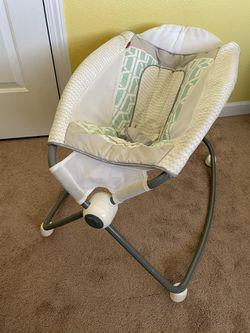 baby rocker - electric  for Sale in San Bernardino, CA