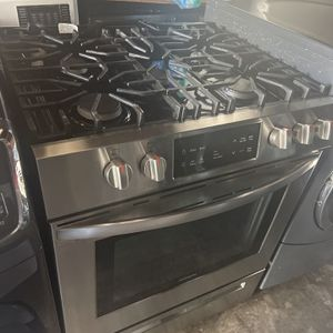 used Frigidaire Gas stove in good condition with three months warranty free delivery and installation in the Oakland area for Sale in Oakland, CA