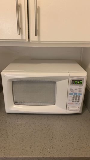 Magic Chef Microwave in Working Condition for Sale in Culver City, CA